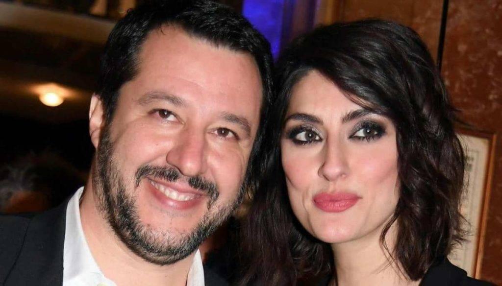 """Elisa Isoardi fa un appello a Matteo Salvini in diretta tv """" chiamami.."""" e in studio nessuno parla più"""