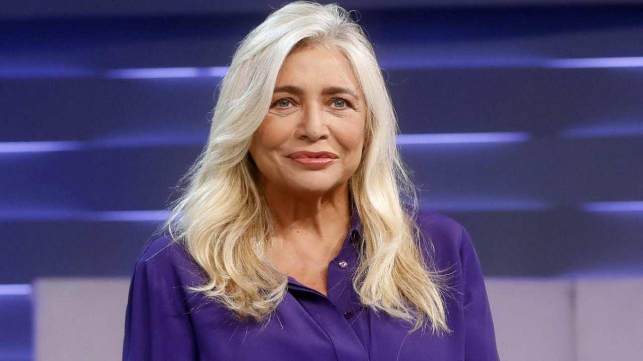 """Domenica In, ospite Serena Autieri, Mara Venier risentita le dice: """"Me l'hai rubato"""", cala il gelo in studio"""
