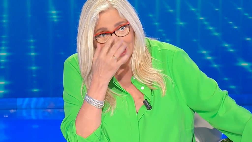 """Domenica In, Mara Venier si rivolge a Milly Carlucci e dice """"Ecco …"""", gelo in studio"""