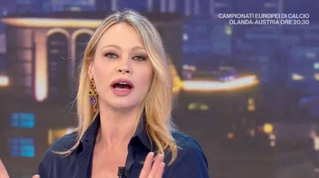 """La Vita In Diretta, Anna Falchi battuta al veleno su Luca Barbareschi """"Secondo me non ha più soldi"""""""