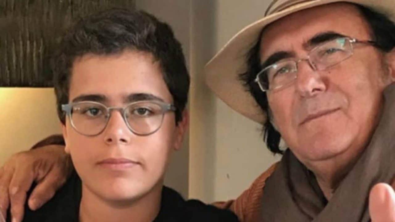 """Albano, il figlio Bido attaccato sui social """"devi dire grazie a tuo padre e a Romina no a tua madre"""" e lui risponde al veleno"""