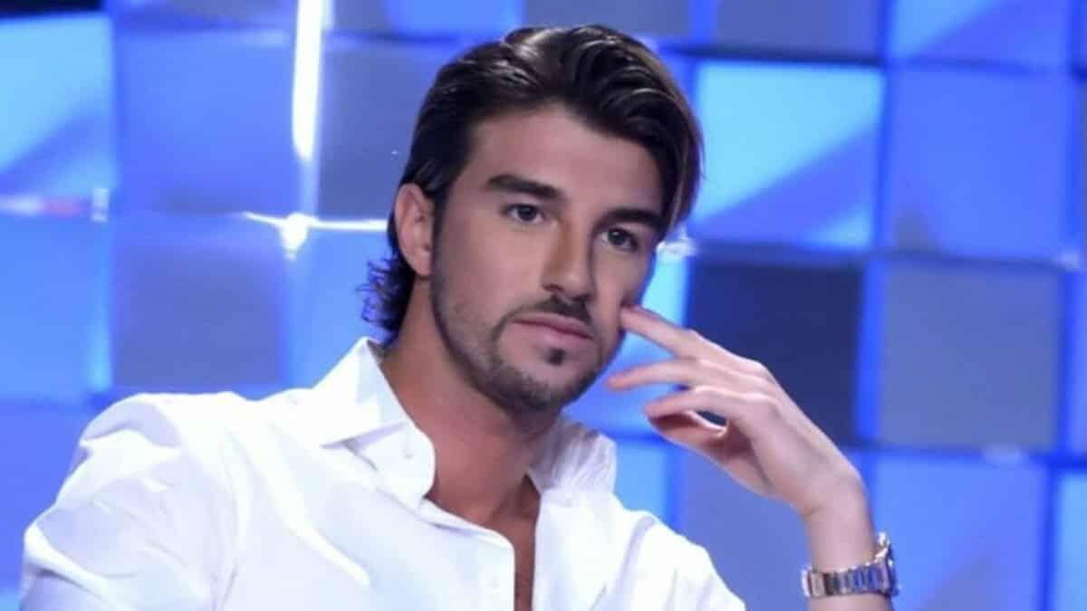 """Andrea Damante scrive un post per la sua fidanzata e Roberto Alessi al veleno """"Sembra …"""""""
