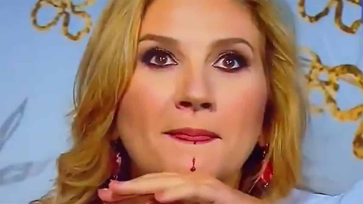 Oggi è un altro giorno, Serena Bortone inizia a perde sangue in diretta, panico in studio